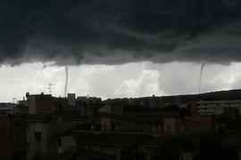 Unheimliche Stimmung nebst Windhose über Mallorca.