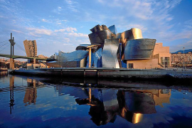 Das Guggenheim Museum in Bilbao ist ein echter Touristenmagnet.