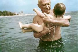 Pablo Picasso mit seinem Sohn Claude.