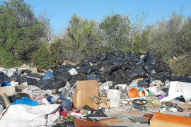 Große illegale Müllkippe bei Llucmajor entdeckt
