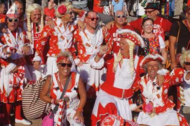 Jecken unterhalten Playa de Palma mit Rosenmontagszug