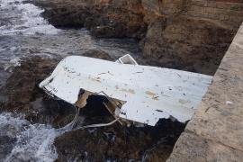 Dieses Boot zerschellte an den Felsen.