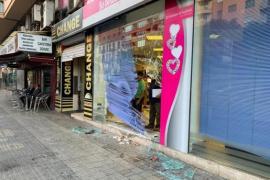Pkw kracht in Schaufenster auf Innenstadtring in Palma