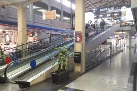 Zwei Männer überfallen Frau im Olivar-Markt