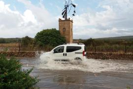 Überschwemmte Straße auf Mallorca.