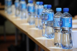 Wasserflaschen am Airport kosten nur noch einen Euro
