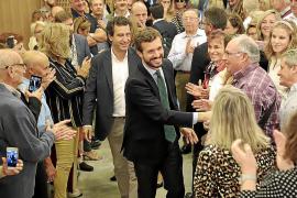PP-Chef Casado wirbt auf Mallorca um Stimmen