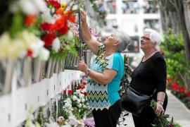 Palmas Friedhof gleicht an Allerheiligen einem Blumenmeer