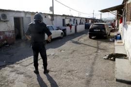 Verletzter Mann irrt durch Elendssiedlung Son Banya