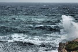 Wellen an Mallorcas Küste bis vier Meter hoch