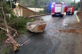 Zwei Felsbrocken stürzen in Sa Calobra herunter