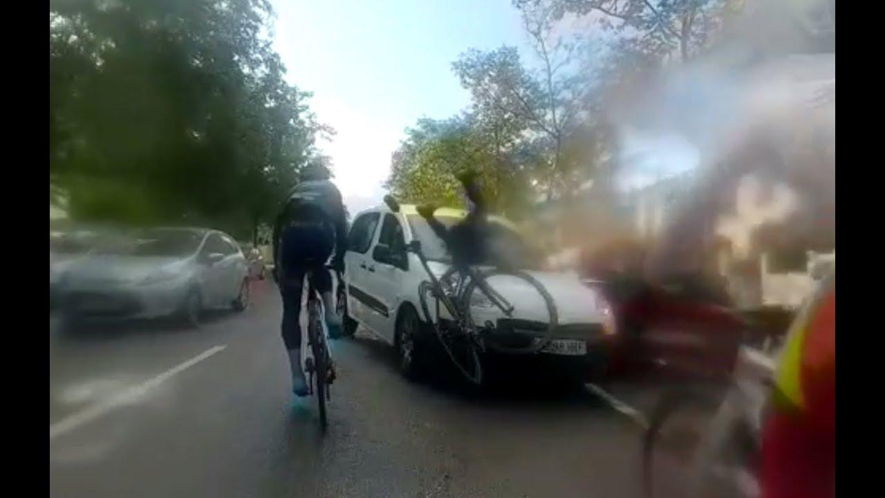 Lieferwagen kollidiert mit Radfahrergruppe