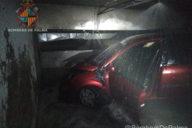 Auto fängt in Tiefgarage in Palma Feuer