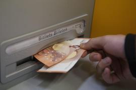 Bankangestellter stiehlt 15.000 Euro von Kundenkonto