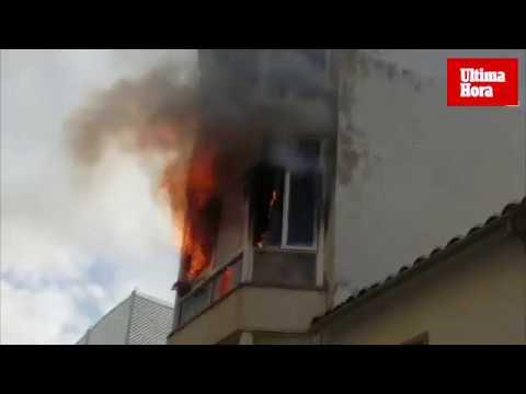 Flammen schlagen aus Wohnhaus in Port d'Andratx