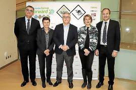 Grupo Serra-Chefin Carmen Serra (2.v.l.) mit den Tourismusexperten etablierter Hotelkonzerne.