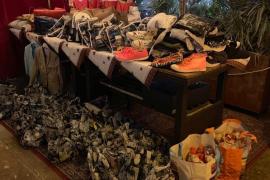 Neben Gans, Rotkohl und Klößen spendeten die Unterstützer auch warme Kleidung, Schuhe und Geschenke.