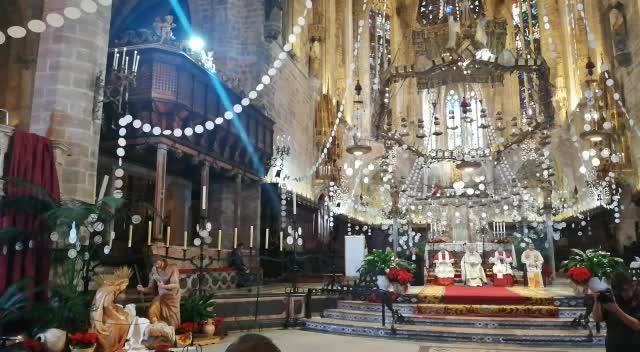 Deutsche besuchen weihnachtlichen Gottesdienst