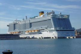 Mega-Oceanliner besuchen Mallorca an Weihnachten