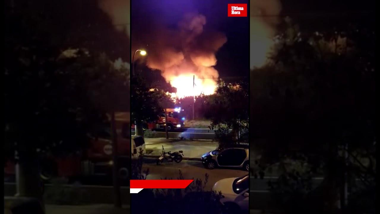 Baracken brennen in illegaler Siedlung nahe Establiments
