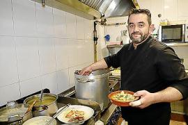 Koch Eduardo Sánchez zaubert die Menüs.