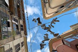 Wo der Himmel voller Schuhe hängt