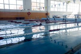 Mann hat Eifersuchtsanfall in Manacors Schwimmbad