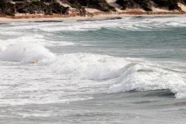 Sturm lässt 14-Meter-Welle gegen Sa Dragonera krachen