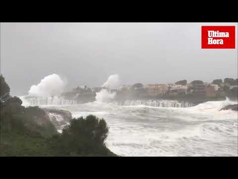 Wellen kommen Häusern bei Portocolom gefährlich nahe