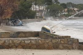 Sturm wirft etwa 20 Boote an Strand von Port de Pollença