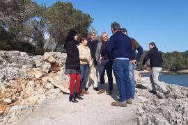 Sturmtief übersäte Cala Santanyí mit Steinen