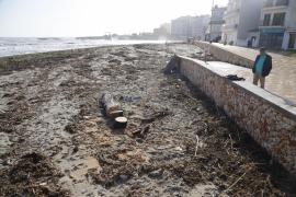 Sturzbach spülte im Sturm bei S'Illot viel Plastik ins Meer