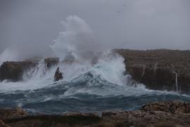 Nordwind peitscht Wellen vor Mallorca wieder auf