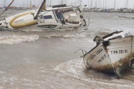 Boots-Benzin drang in Strand von Port de Pollença ein