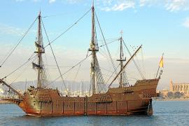 Beeindruckende historische Galeone im Hafen von Palma