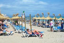 Streit um Zahl der Liegestühle am Strand von Can Picafort