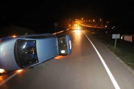 Zwei Autos überschlagen sich bei Unfall bei Arenal