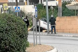 Auto durchbricht Mauer in Peguera
