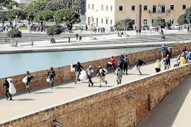 Schwarzmarkthändler an Kathedrale flüchten bei Razzia