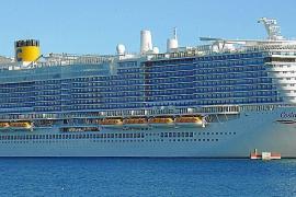 Oceanliner voller Italiener legt in Palma an