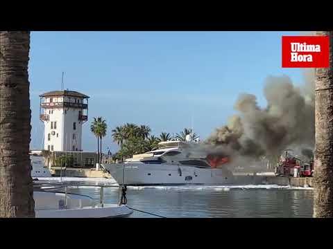 Luxusyacht geht in Puerto Portals in Flammen auf