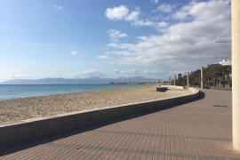 An der Playa de Palma ist es so still, dass man die Vögel singen hört
