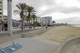 Kilometerlange Leere an der Playa de Palma