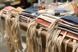 Mehrere hundert Atemschutzmasken aus kochfester Baumwolle haben die Freiwilligen rund um das Modekollektiv Col·lectiu Moda Mallorca genäht. Freiwillige mit Nähmaschine sind sehr willkommen. Sie erhalten Anleitung und Stoffe von den Organisatoren.