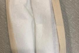 Die Schichten werden gefaltet und das Schrägband eingefasst.