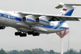 Flugzeuge liefern Balearen Tonnen von Schutzkleidung