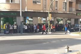 Teils lange Schlangen vor Mallorcas Supermärkten