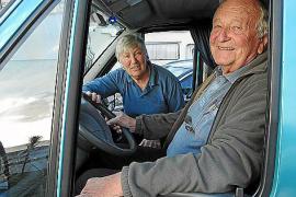Helga und Klaus Schiechel haben weder Haus noch Wohnung auf Mallorca. Aber ihr Wohnmobil parkt jetzt auf der Insel.