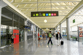 Flughafen und Häfen sollen lange dicht bleiben