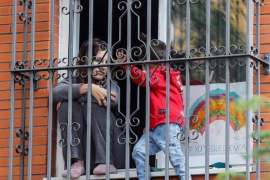 Bürger sollen Schattenspiele auf Balkons machen
